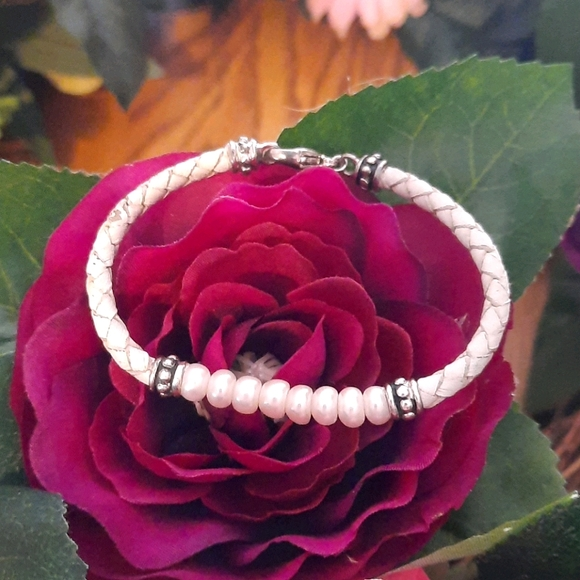HONORA Sterling and Pearl Leather bracelet